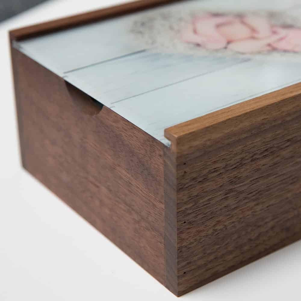 3 reasons new moms will love a keepsake box photoflashdrive